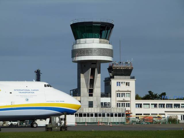 Pau airport - Control tower